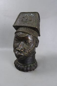 Life-size African Bronze OBA King's Head - BENIN - Benin City