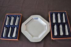 12 asparagus-shaped knife holders and one tray, 3 hallmarks, anchor, LG 6, silver plated metal