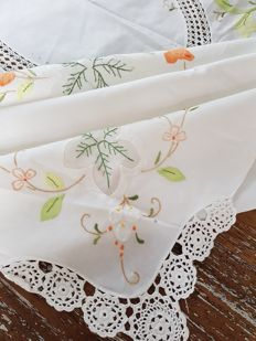 Vintage unused embroidered and lace tablecloth. 250 x 165 cm. No reserve price. Reasonable shipping costs.