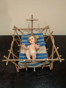 Baby Jesus in the crib - Spain, Catalunya, Olot - early twentieth century - Material: plaster, cardboard and wood