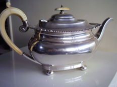 Silver Teapot - Harrison Brothers & Howson (George Howson) - London - 1911