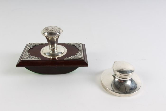 Completely flawless ink pad, with silver mounting Foreign stamp and a silver ink well England, Birmingham, 1926
