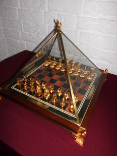 Franklin Mint - The King Tutankhamun Egyptian chess set - 24 carat gold-plated, super nice!