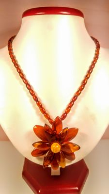 Vintage Baltic Amber necklace in flower shape, 19 grams