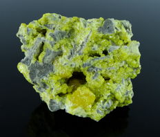 Yellow Sulphur crystals on Barite - 8.0 x 6.2 x 4.4 cm - 207 gm