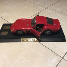 Revell - Scale 1/18 - Ferrari 250 GTO - Red