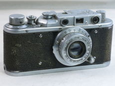 ZORKI 1, type D, ca. 1953. 35mm rangefinder camera with 50mm/3.5 collapsible lens. EXC