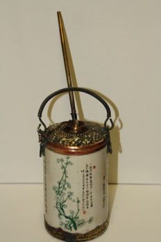 Chinese porcelain opium pipe decorated with bronze frame