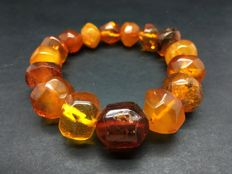 Vintage natural Baltic Amber bracelet from dark cognac to butterscotch colour hand-polished beads 28.5 grams (not pressed, not heated)