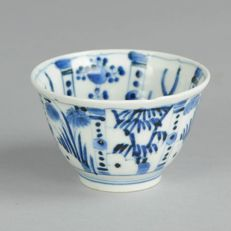 Arita Kraak Crow cup, marked on the base - Japan  - 17th century