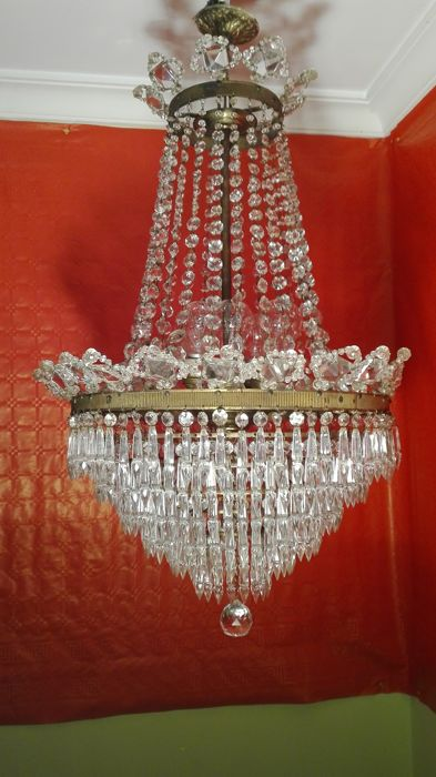 Chandelier lamp made of crystal teardrops and brass. Year 1930
