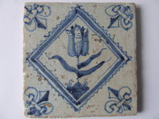 Square tile with tulip, a so-called post stamp tile
