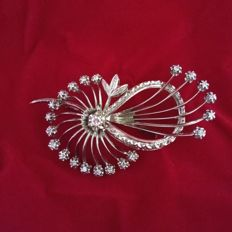 18 kt white gold brooch with diamonds