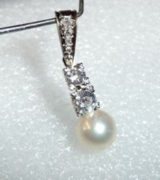 Art deco style pendant in 14 kt / 585 white gold approx. 0.55 ct diamonds in colour H-G/VVS + akoya pearl