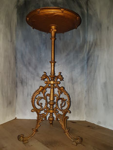 Burnished cast iron plants table from an orangery, tabletop decorated with angels and coats of arms (8 kg) - France - ca. 1880