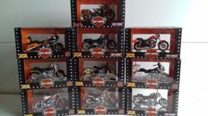 Maisto - Scale 1/18 - Lot with 10x Harley-Davidson motorcycles