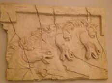 Wall decoration with horses - three horse busts in patchy classic style