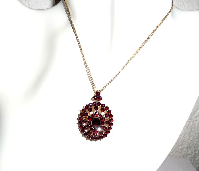 Large garnet pendant in solid 14 kt 585 gold set with approx 6 large garnet pendant in solid 14 kt 585 gold set with approx 6 ct of bohemian garnets aloadofball Images