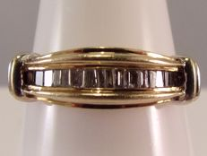 10 kt bi-colour gold ring with 16 baquette cut diamonds - 0.25 ct.