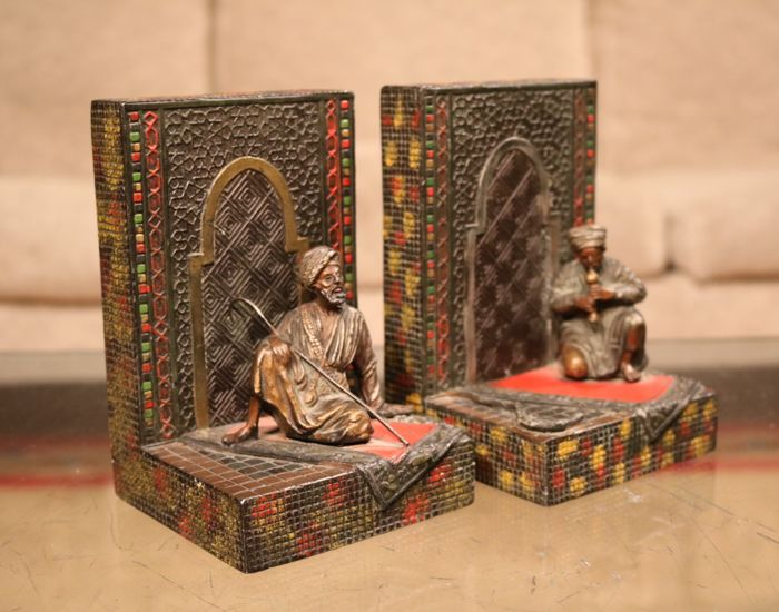 A pair of orientalist bookends in Viennese version - cold paint on metal - Austria - ca. 1930