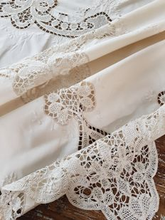 Antique embroidered tape lace tablecloth. 240 x 160. Reasonable shipping costs.