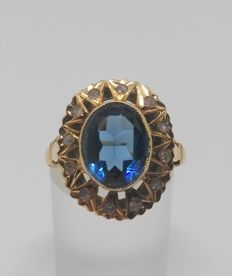 18 kt yellow gold cocktail ring - Blue stones and white sapphires - Inner measurement: 18 mm