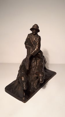 Bronze of a woman hunting with dogs, from the early 20th century