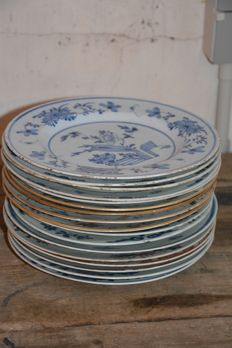 A large collection of 16 plates - China - 18th century