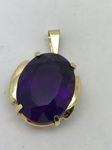 Amethyst oval pendant approx. 20 ct in 14ct / 585 yellow gold setting