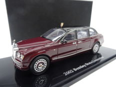 Handbouw - Scale 1/43 - Bentley State Limousine 2002 - Colour Burgundy red with black.