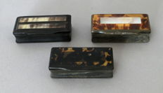 3 snuffboxes in horn, bone, tortoiseshell and mother-of-pearl - France - Late 19th century