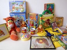 Lot with Disney items, Lion King, Winnie the Pooh, puzzles, books, games etc.