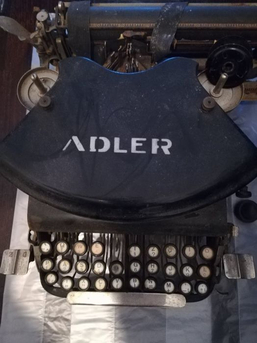 Adler vintage typewriter (rare and precious), (may require some maintenance and/or restoration)