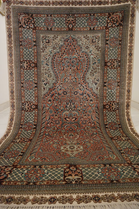 Fine Hereke silk carpet 92 x 155 cm