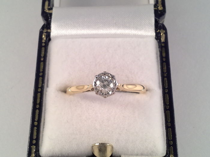 Classic yellow gold ring 18 kt gold with a solitaire diamond of 0.30 ct