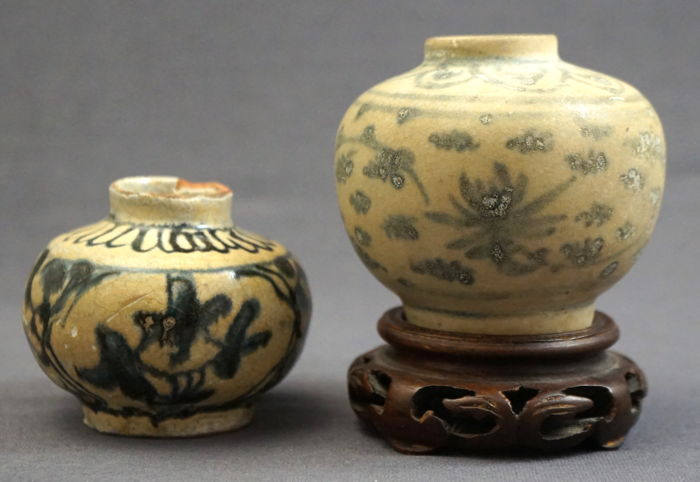 Spherical Vases With Stylised Floral Decorations China 16th