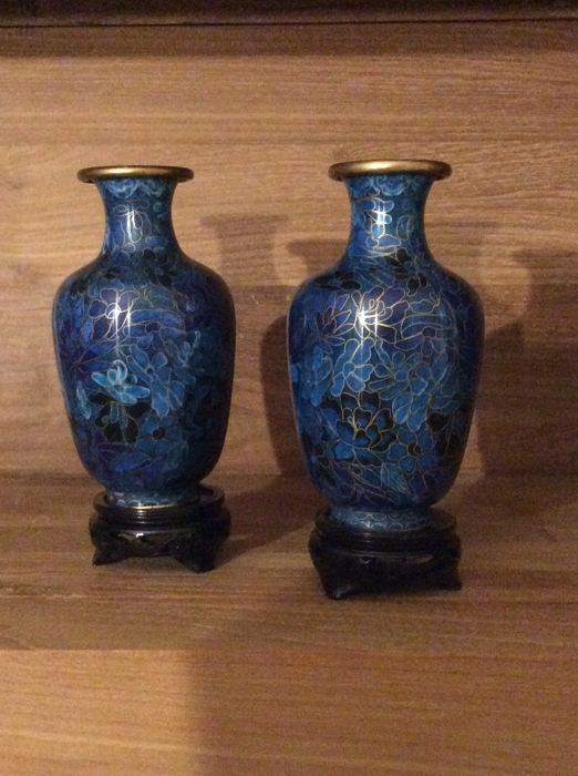 Pair of  vases with cloisonne enamel - China - second half of 20th century
