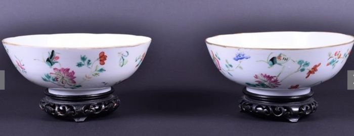 Pair of Republic period Chinese porcelain famille rose bowls - First half 20th century