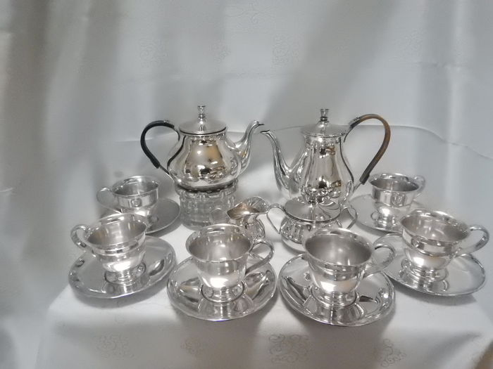 17 pieces heavily silver plated coffee/tea set