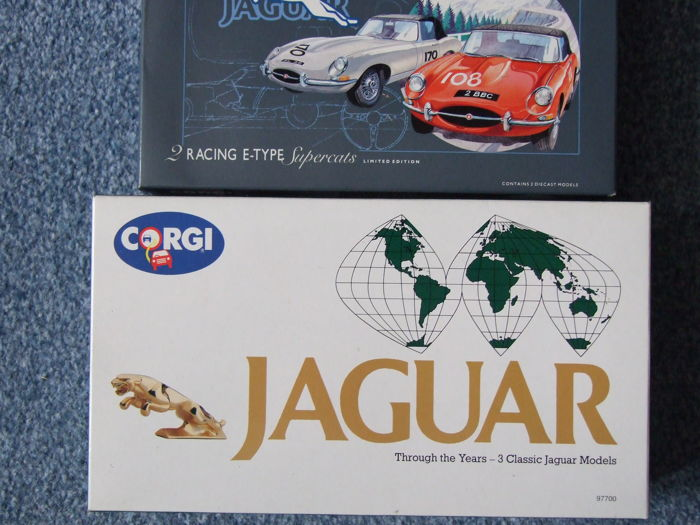 Corgi - Scale 1/43 - Two Gift Sets with 5 Jaguar models