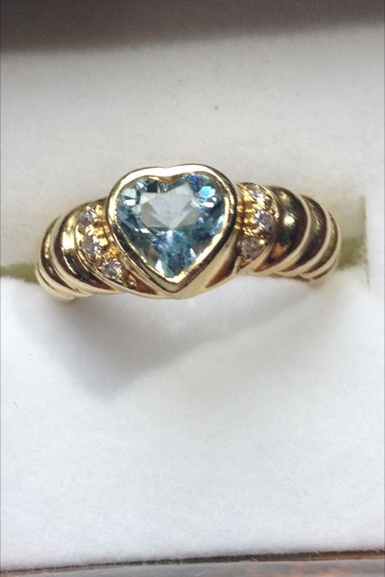 18k gold heart shaped topaz and diamond ring size N .5 USA 6.5