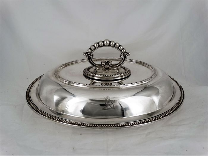 Heavily silver plated cover dish with pearl rim, England, ca 1930.