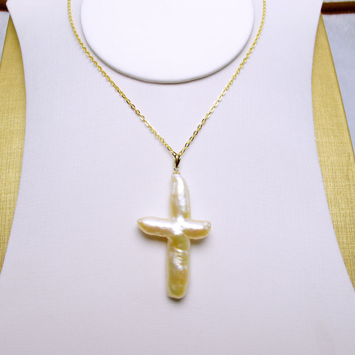 Naturally formed cross pearl, 18K gold necklaces. Pearl size: 51 ...