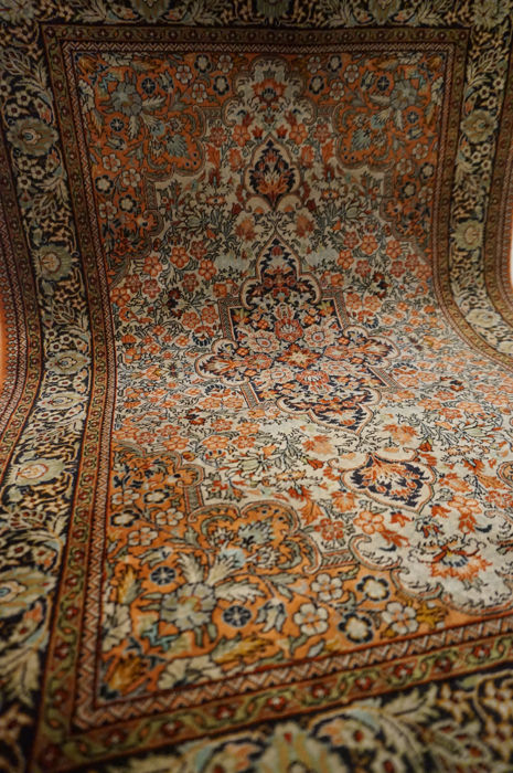 Silk carpet Qom China 62 x 95 cm