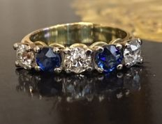 18 kt yellow gold women's ring with Bolshevik cut diamonds and sapphire, approx. 1.40 ct in total, set in a row