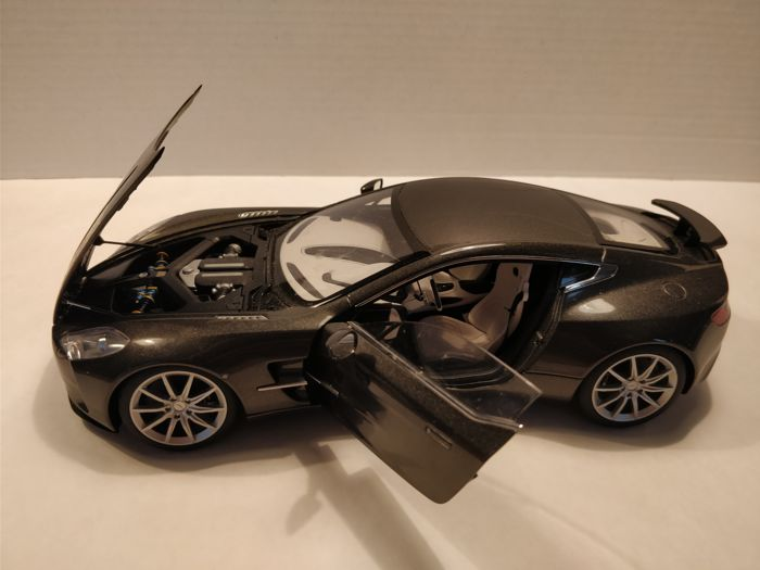 Autoart   Scale 1/18   Aston Martin One   77