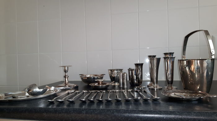 Lot of 31 silver plated objects