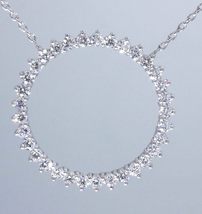 Pendant with 33 brilliant cut diamonds on a necklace, 1.00 ct in total