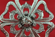 Superb Exclusive 1930's-40's Diamond Flower Brooch, with 79 Diamonds (tot. +/-2.50ct-2.60ct) set on 18k White Gold - Excellent Condition
