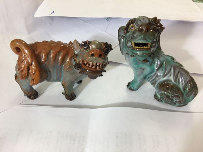 2 detailed glazed Shiwan terracotta foo dogs in turquoise and brown luster glaze - China - ca 1900-1920